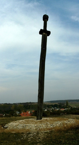http://www.unahamiltonhelle.co.uk/files/gimgs/th-23_Soly-Hungary-St-Stephens-sword.jpg
